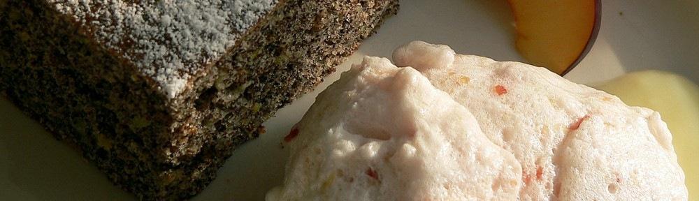 Cukkinis mákkocka, szilva(pálinkás) habbal