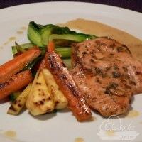 serpenyős zöldségek és sült csrikemell