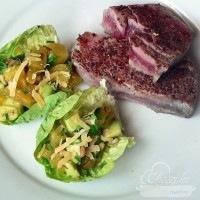 Vörös tonhal steak, mangós avokádó salátával