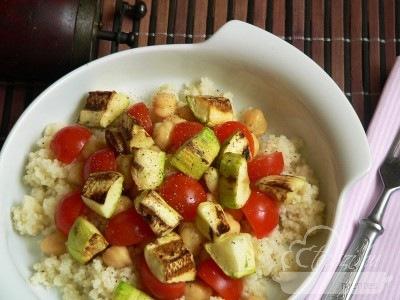 Kuszkuszos csicseriborsó saláta