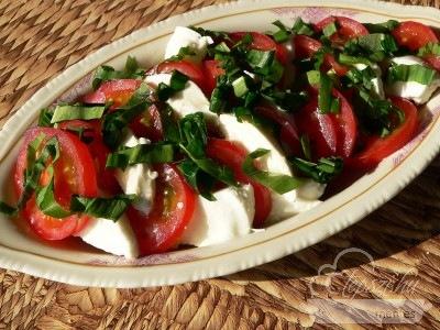 Tavaszi saláta - paleo mozzarella